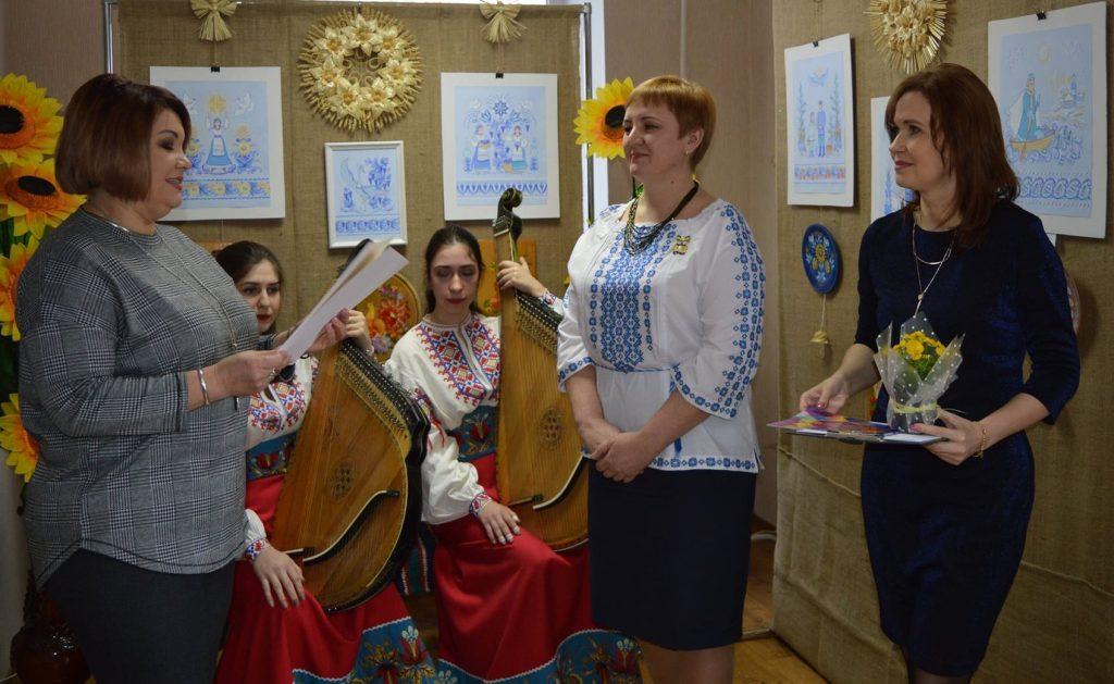 В Николаеве открылась выставка уникальной таврийской росписи Любови Паранюк (ФОТО) 9