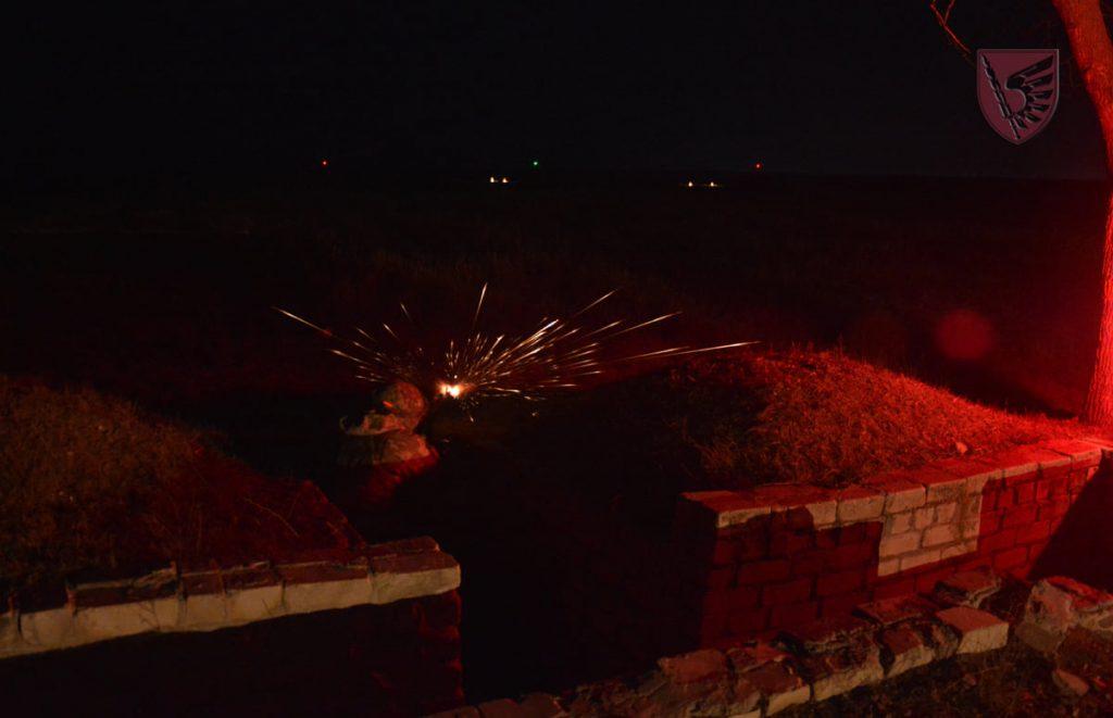 Днем и ночью: николаевские десантники повышают боевые навыки в полевых условиях (ФОТО) 7