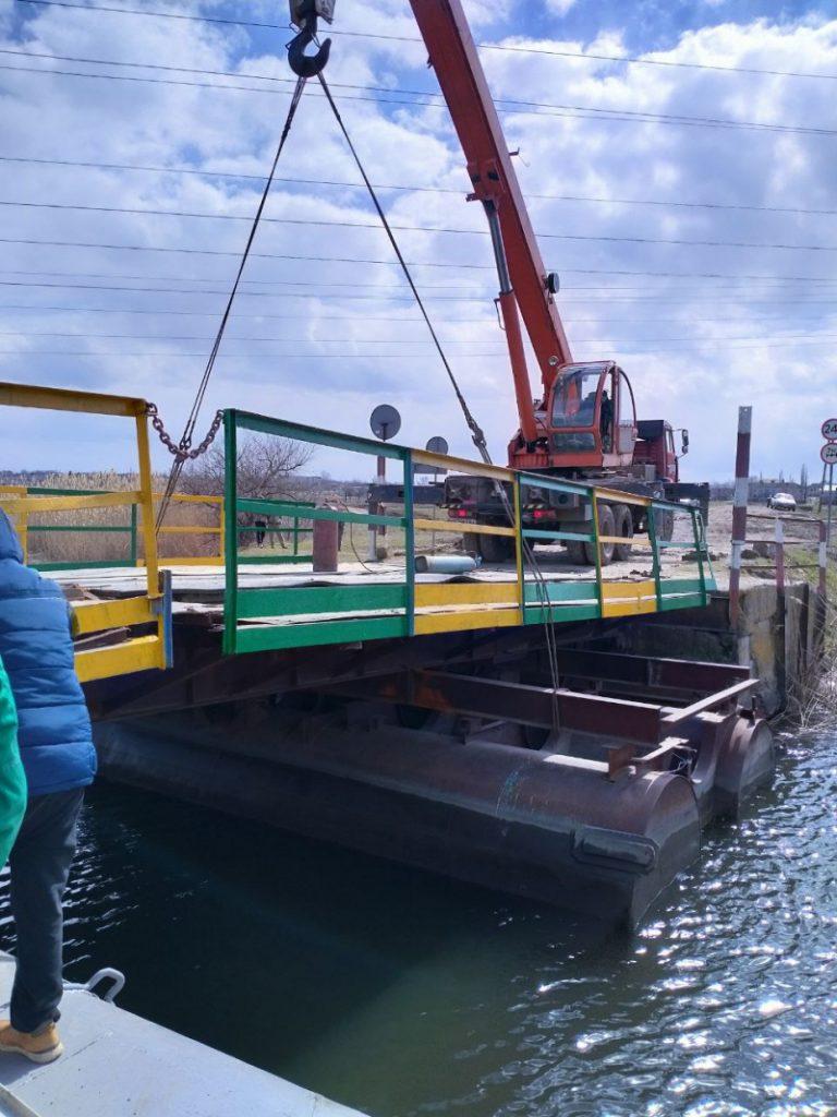 В Снигиревском районе восстановили утопленный фурами понтонный мост (ФОТО) 7