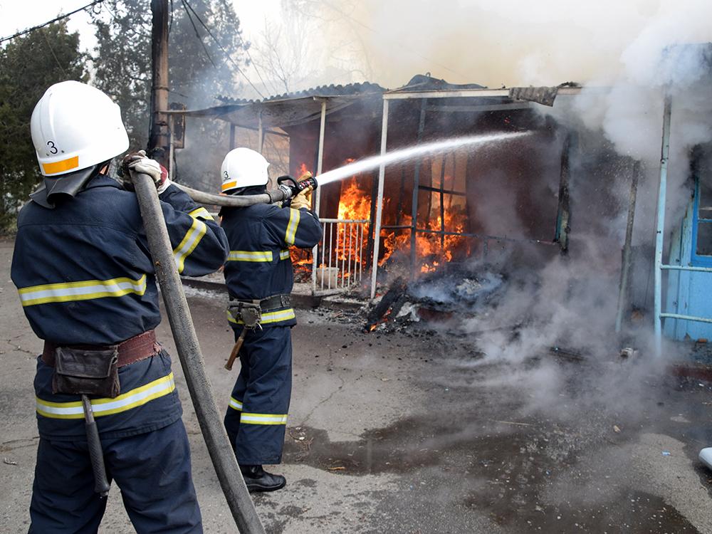 В Николаеве тушили хозпомещение на одном из предприятий в Заводском районе (ФОТО, ВИДЕО) 11
