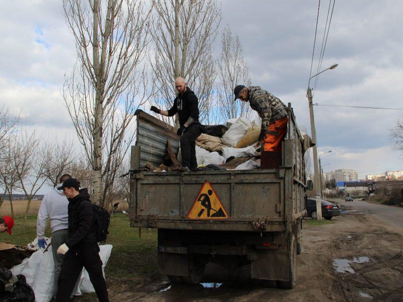 В Николаеве провели ЭКОтолоку и убрали прибрежную территорию Ингула (ФОТО)