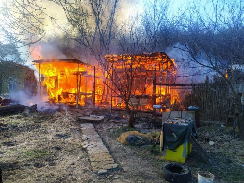 В Варваровке сгорели две хозпостройки (ФОТО)