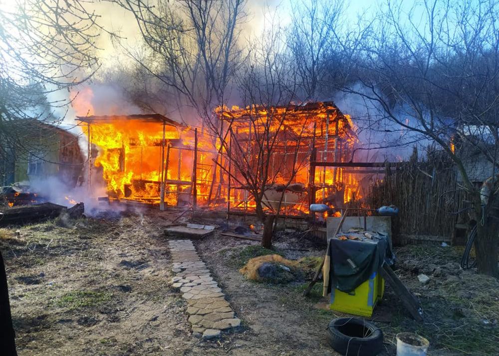 В Варваровке сгорели две хозпостройки (ФОТО) 11