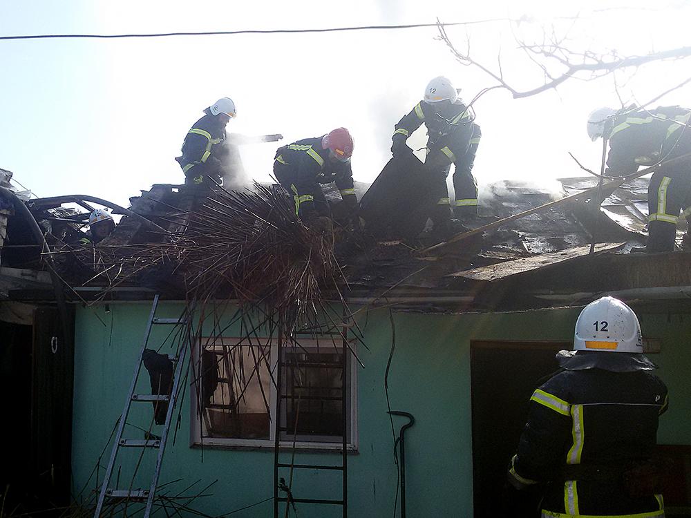 В Южноукраинске горел гараж, в Вознесенске – летняя кухня (ФОТО) 9