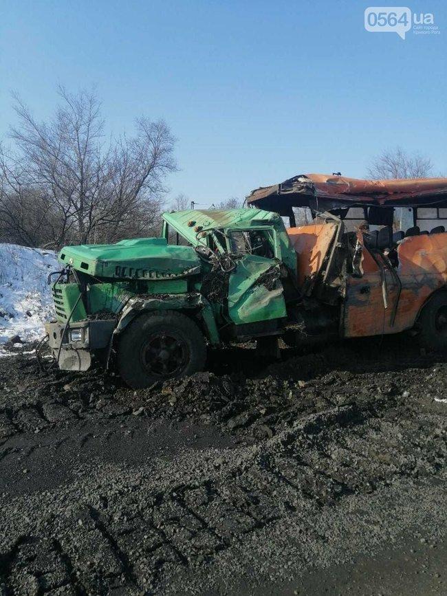 В Кривом Роге на СевГОКе поезд врезался в грузовик с людьми - 5 пострадавших (ФОТО) 5
