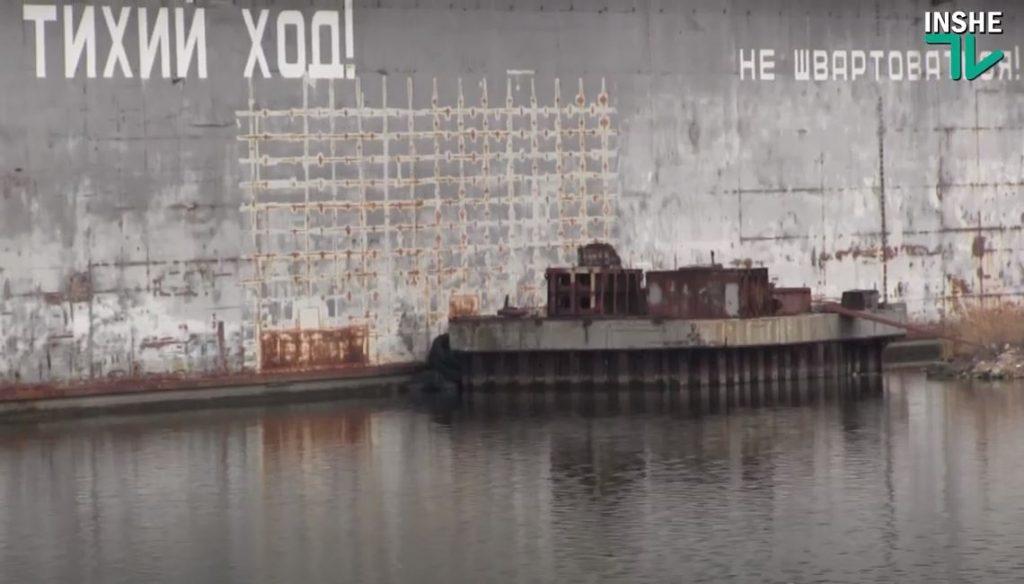 У понтонного моста в Николаеве - разлив неизвестного вещества (ФОТО, ВИДЕО) 9