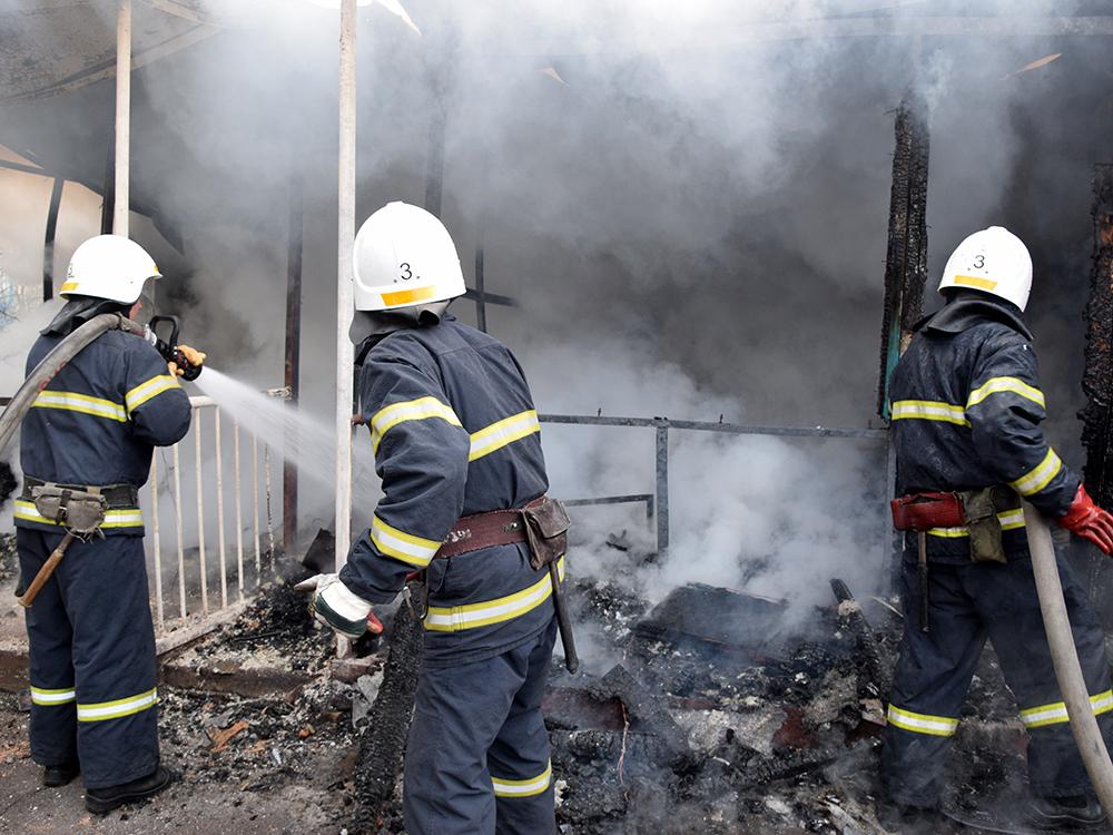 В Николаеве тушили хозпомещение на одном из предприятий в Заводском районе (ФОТО, ВИДЕО) 15
