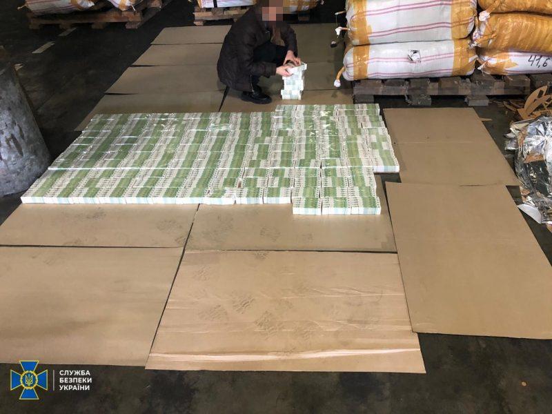 В Украину через Черноморск пытались ввезти почти 2 млн. акцизных марок для нелегальнго алкоголя (ФОТО, ВИДЕО)