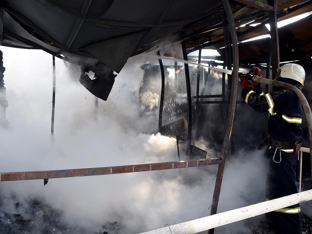 В Николаеве тушили хозпомещение на одном из предприятий в Заводском районе (ФОТО, ВИДЕО) 1