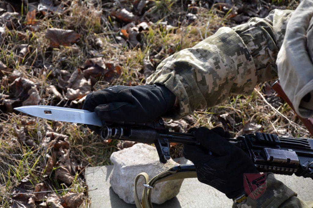 Днем и ночью: николаевские десантники повышают боевые навыки в полевых условиях (ФОТО) 15