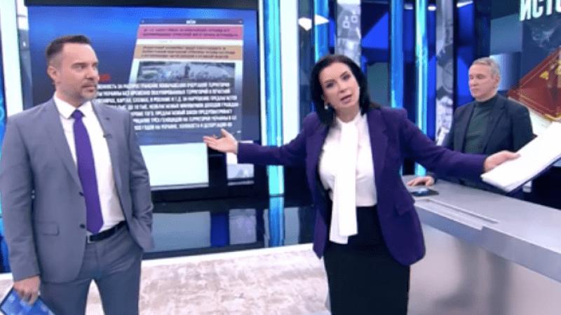Ведущая российского телеканала сломала руку в прямом эфире после слов о Голодоморе (ВИДЕО)