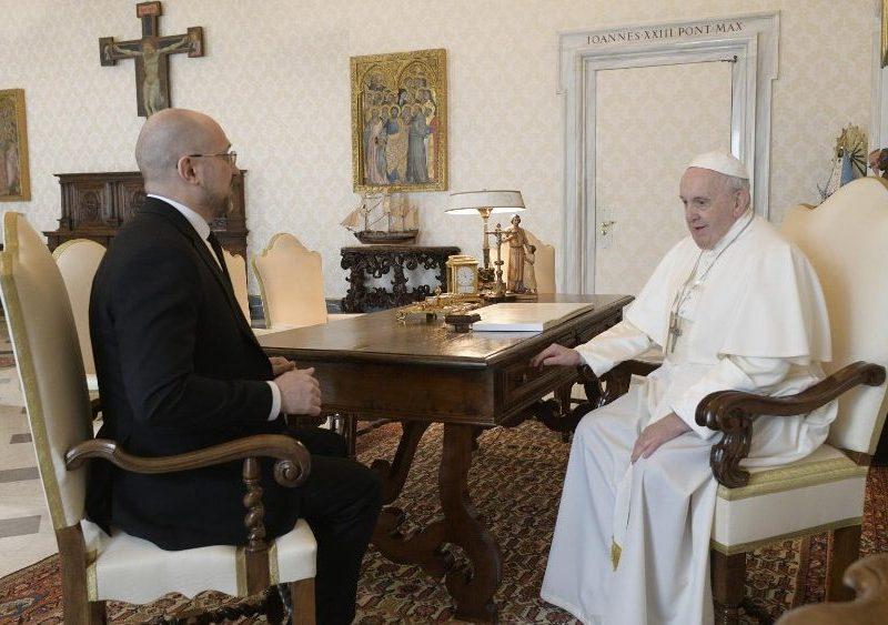 Папа Римский встретился с премьер-министром Украины – говорили о коронавирусе и Донбассе (ФОТО, ВИДЕО)