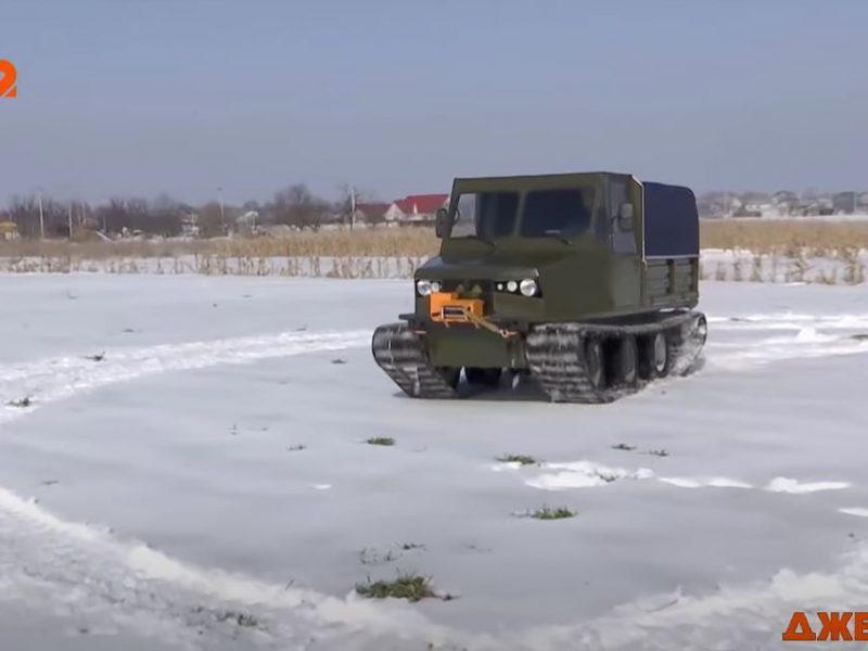 Внутри, как в танке, но проехать можно везде. Украинский изобретатель показал необычный вездеход (ВИДЕО)