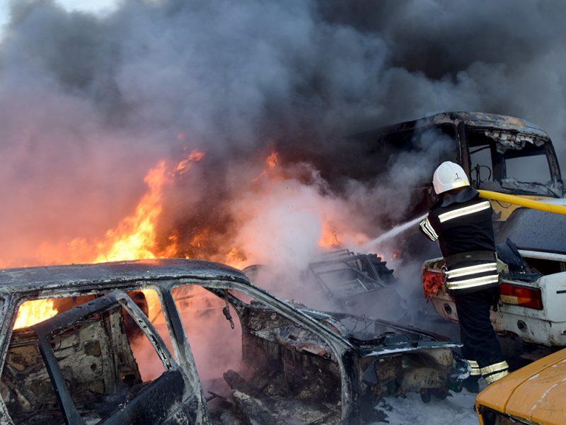 Большой пожар в Варваровке. Горела автостоянка (ФОТО, ВИДЕО)