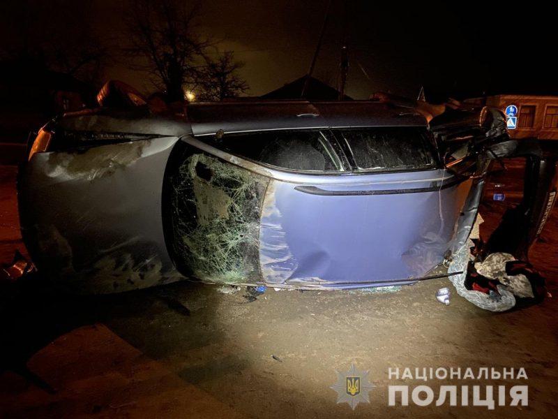 Ночью в Вознесенске пьяный 20-летний водитель влетел в електроопору: 4 человека в больнице