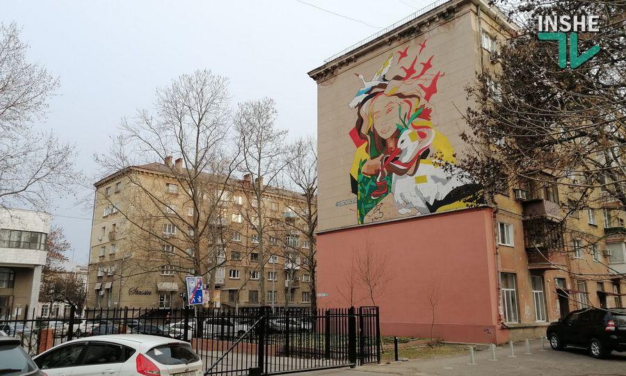 В центре Николаева рисуют мурал с изображением Ольги Шарий (ФОТО) - СМИ 5