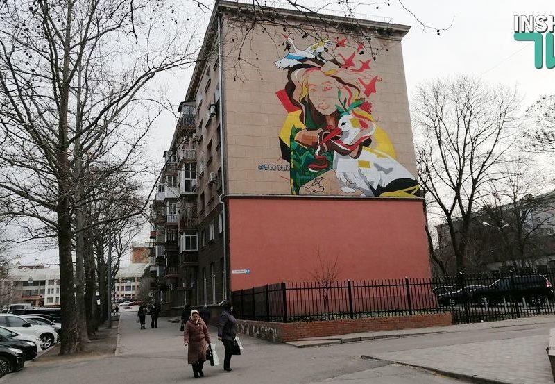 В центре Николаева рисуют мурал с изображением Ольги Шарий (ФОТО) — СМИ