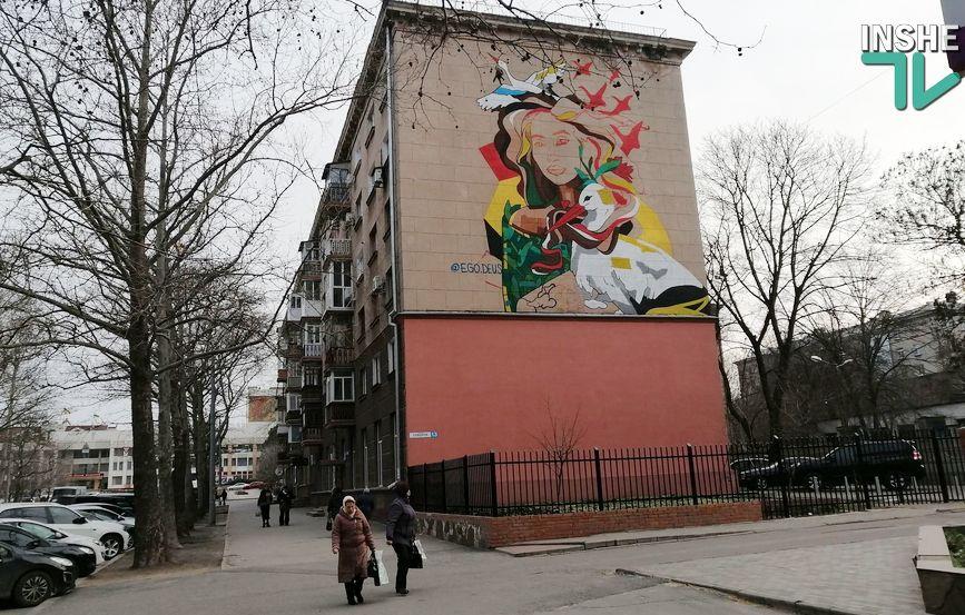 В центре Николаева рисуют мурал с изображением Ольги Шарий (ФОТО) - СМИ 7