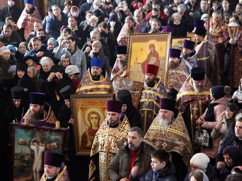Молились об избавлении от эпидемии: УПЦ МП провела крестные ходы в ряде городов Украины