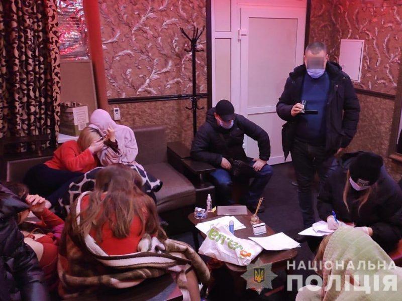 В Николаеве «накрыли» бордель, замаскированный под массажный салон (ФОТО, ВИДЕО)