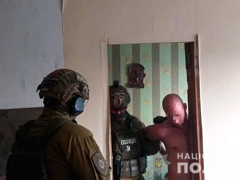 В Николаеве спецназ штурмовал квартиру – за дверью был неадекват с боевой гранатой (ФОТО ВИДЕО)