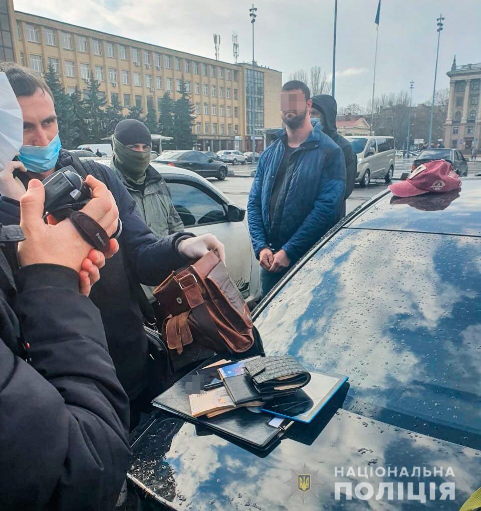 В Николаеве задержан горожанин при попытке продать реальный диплом вуза, но без учебы (ФОТО, ВИДЕО) 1