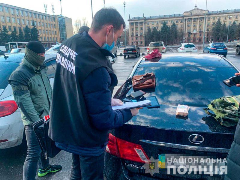 В Николаеве задержан горожанин при попытке продать реальный диплом вуза, но без учебы (ФОТО, ВИДЕО)