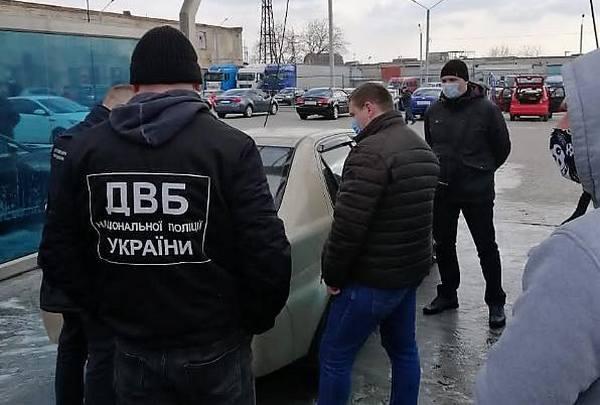 В Николаеве задержали полицейского, который требовал $2 тыс. взятки у своего коллеги «за молчание» ( ФОТО)