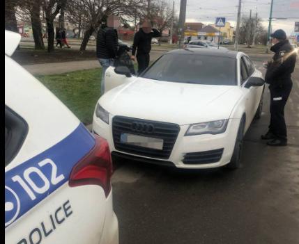 В Николаеве патрульные нашли водителя, устроившегося ночной дрифт на центральной площади