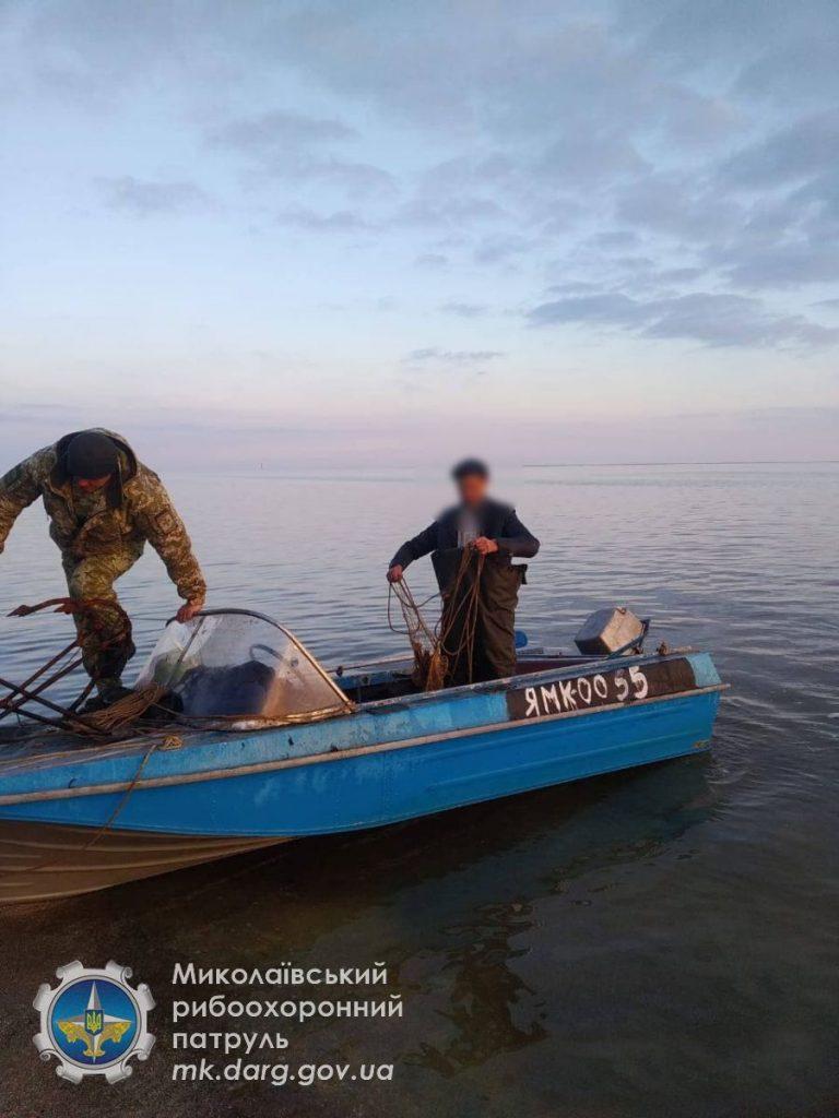 На Николаевщине поймали промысловиков-браконьеров, добывших осетра (ФОТО) 1