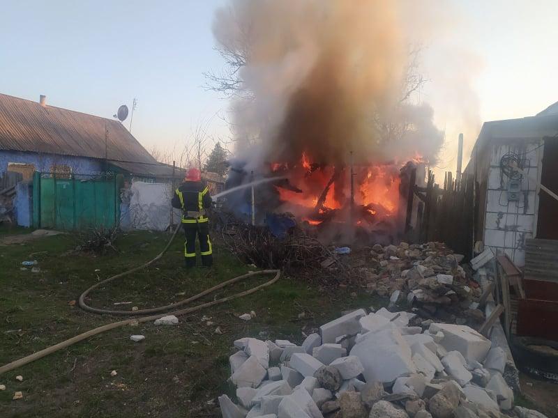 За вчерашний день спасатели Николаевщины тушили дачу и хозпостройку (ФОТО)