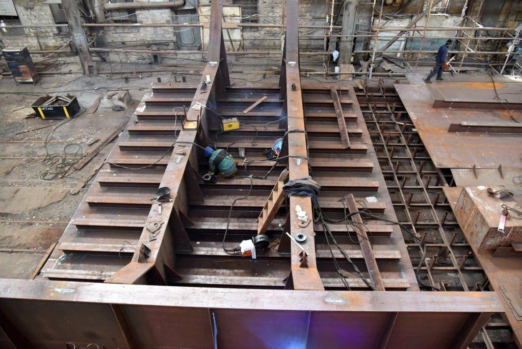 На николаевском судозаводе «Океан» начали ремонтировать затвор сухого дока, который затонул полтора года назад (ФОТО) 1