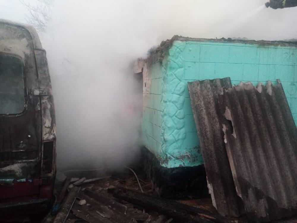 На Николаевщине сгорел микроавтобус, летняя кухня и 3 тонны орехов. И все это - у одного хозяина (ФОТО) 1