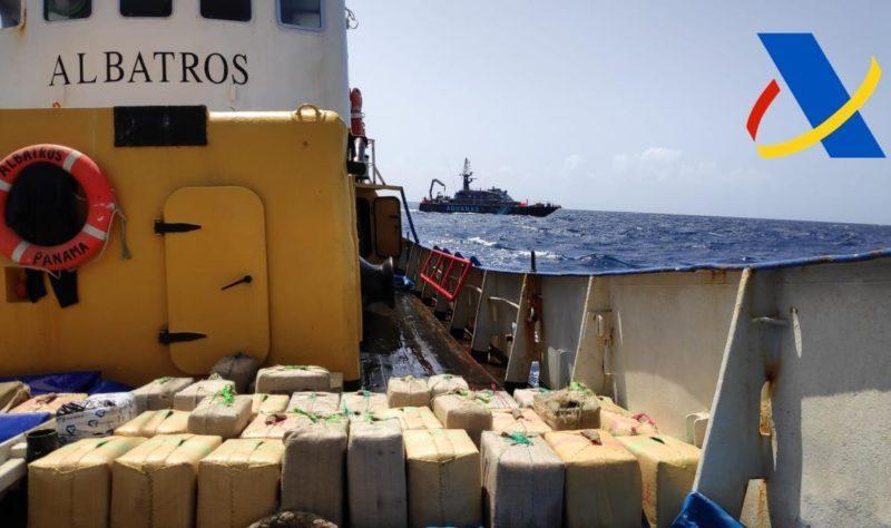"""Испания арестовала 3 украинских моряков – на их судне обнаружили 18 тонн гашиша. Кто """"подбросил""""? (ФОТО)"""