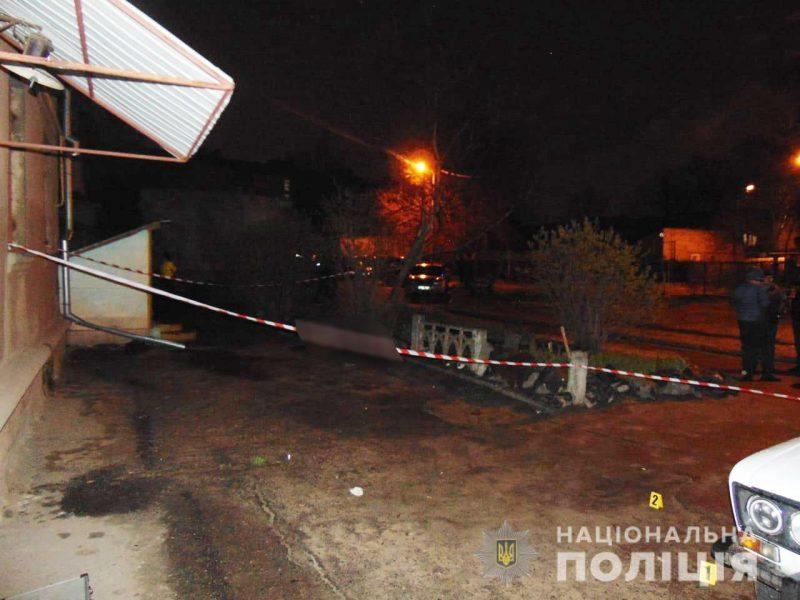 В Николаеве на Декабристов расстреляли мужчину, убийца скрылся (ФОТО, ВИДЕО)