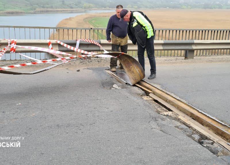 На Николаевщине вандалы раскурочили мост (ФОТО)