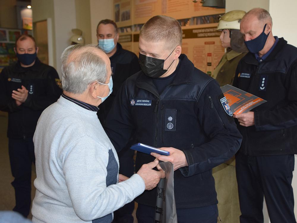 В Николаеве ветеранам-ликвидаторам аварии на ЧАЭС в Службе спасения вручили награды (ФОТО) 1