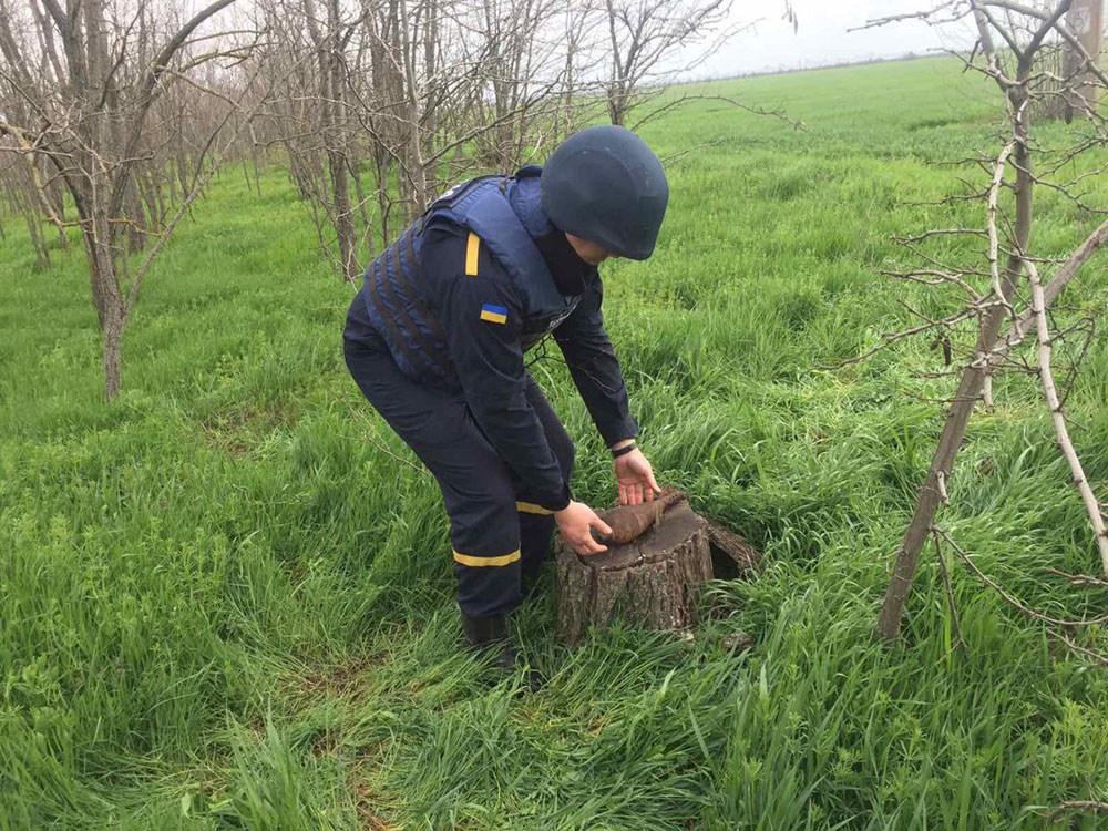 У Пересадовки откопали старую минометную мину (ФОТО) 1