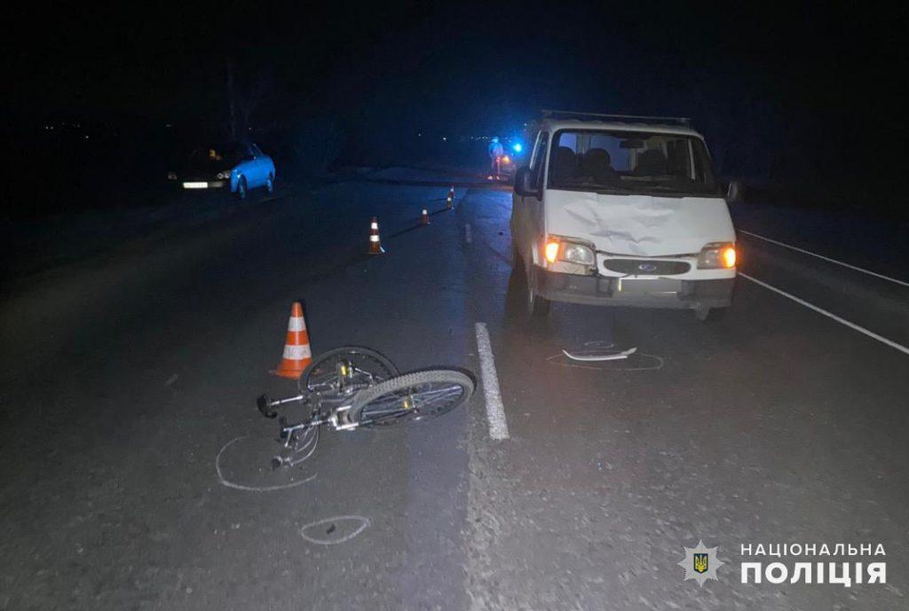 Неподалеку от Николаева микроавтобус сбил велосипедиста (ФОТО) 1