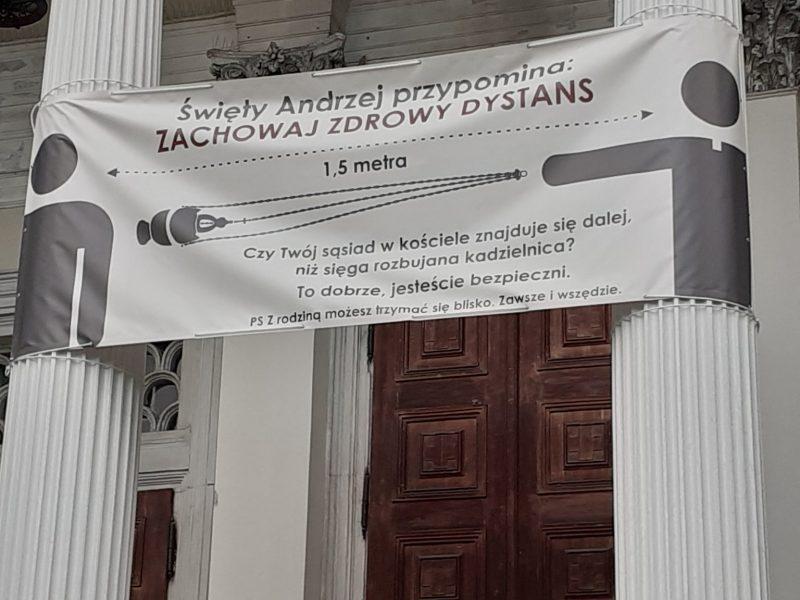 Как в храме вычислить должную социальную дистанцию? В польском костеле нашли убедительный способ (ФОТО)