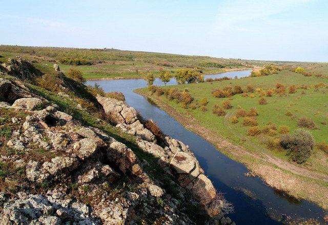 На Николаевщине два чиновника Госгеокадастра предоставили в частную собственность 14 га земли РЛП «Приингульский»