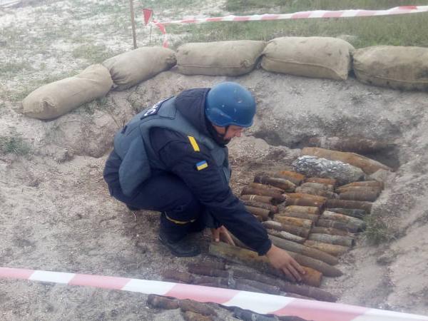 Отголоски жарких боев: спасатели Николаевщины обезвредили 64 взрывоопасных предмета, найденных у Кинбурнской косы (ФОТО, ВИДЕО)