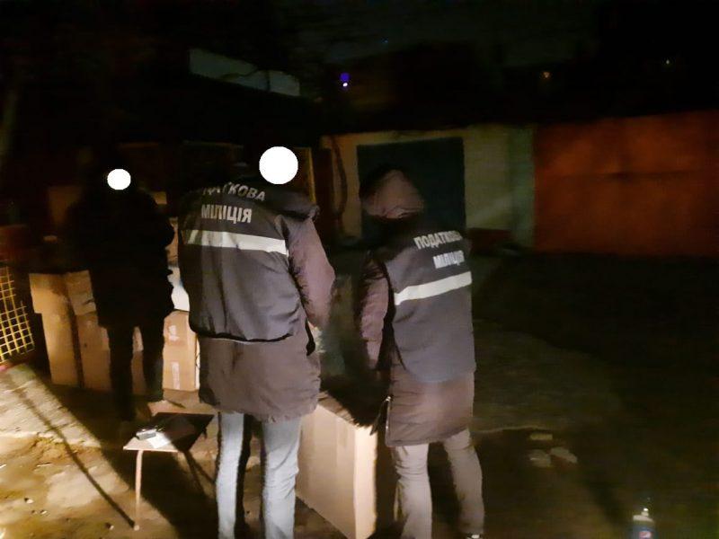 Налоговая милиция Николаевщины остановила незаконный сбыт контрабандных сигарет на 2 млн.грн. (ФОТО)