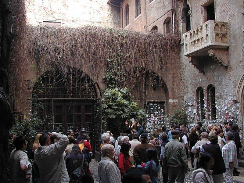 В Вероне хотят ограничить число туристов у знаменитого «балкона Джульетты»