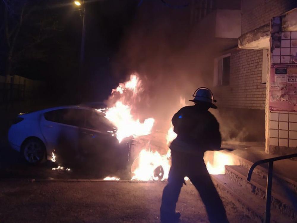 Ночью в Николаеве спасатели дважды тушили пожары автомобилей (ФОТО) 1