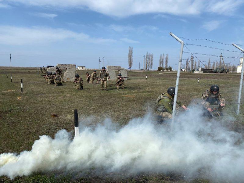 Как курсанты 198 Учебного центра ВМС в Николаеве полосу разведчика проходили (ФОТО)
