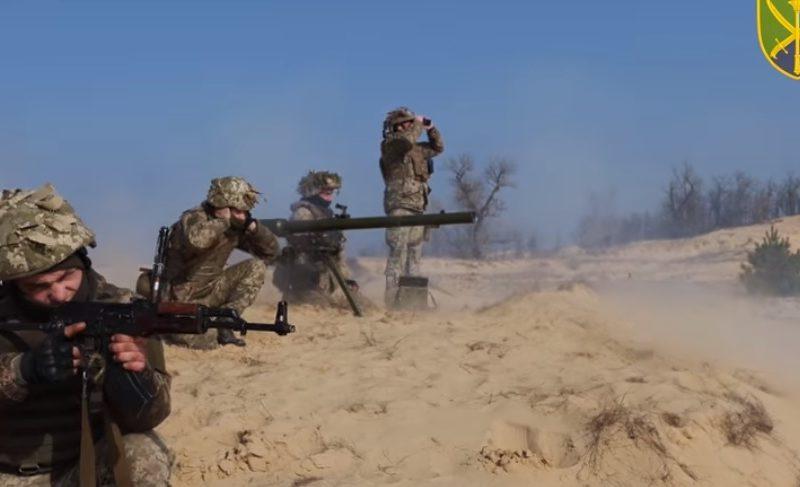 У Крыма военнослужащие учились отбивать морской десант (ВИДЕО)