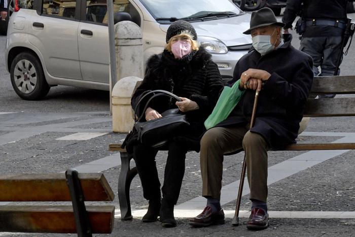 В Италии арестовали мэра одного из муниципалитетов – он влиял на тендера за «откат» и присвоил 2 тыс. защитных масок