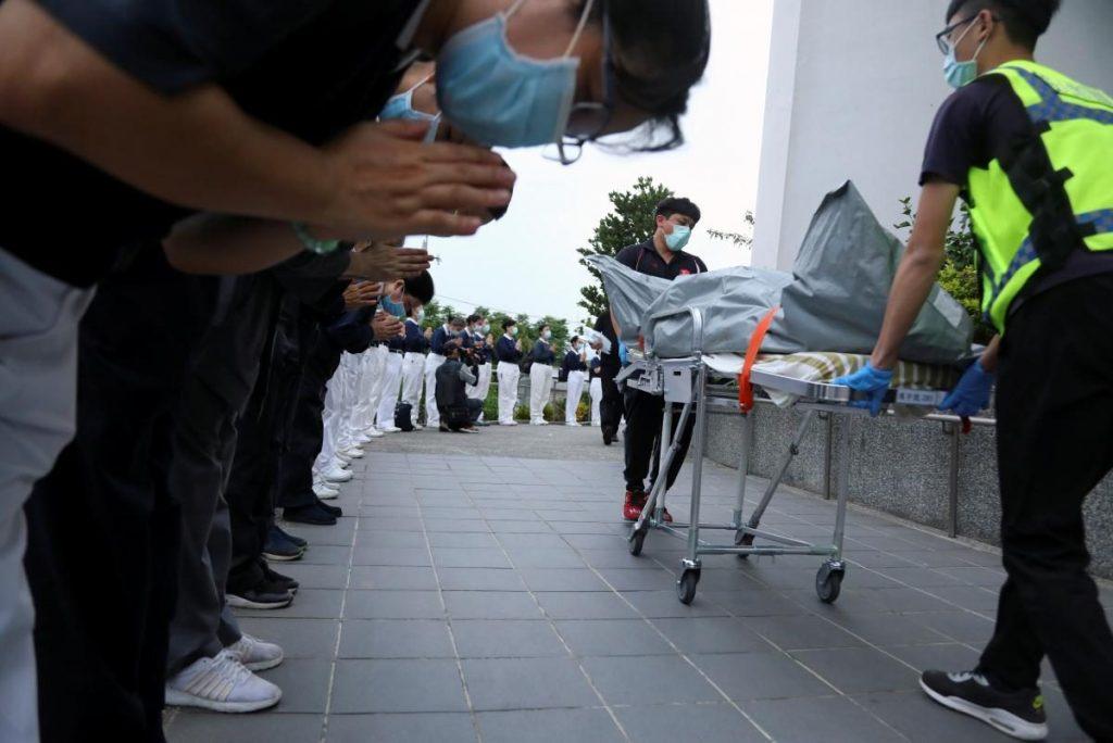Авария скоростного поезда в подземном туннеле в Тайване: десятки погибших (ФОТО, ВИДЕО) 19