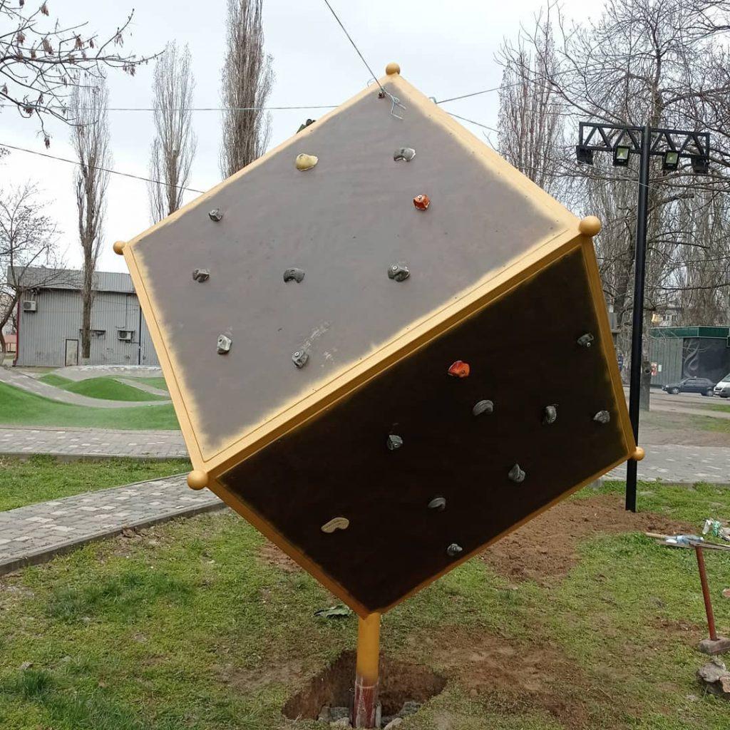 В Николаеве установили куб для скалолазов (ФОТО) 3